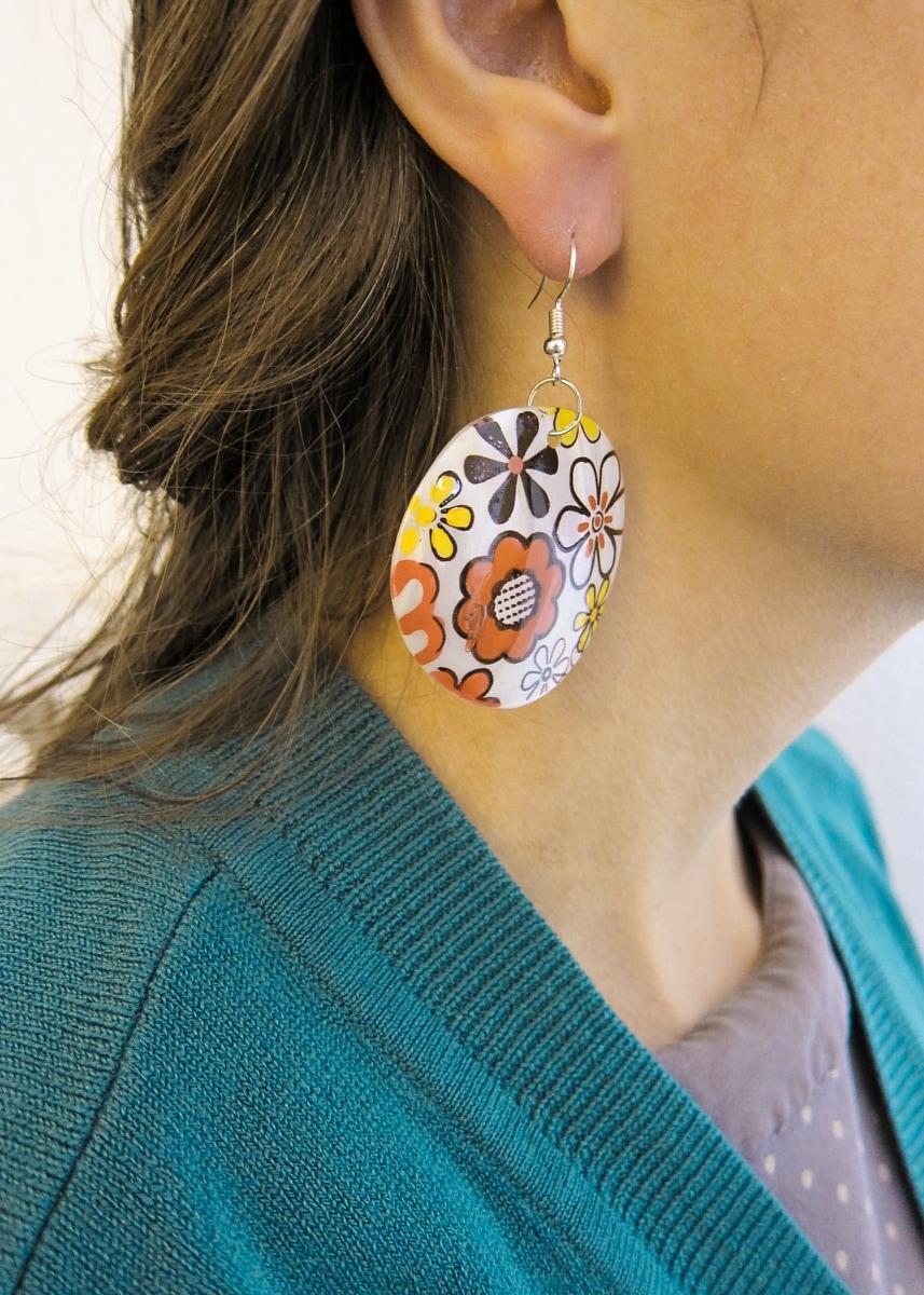 Ohrringe Muschel Perlmutt mit Blume