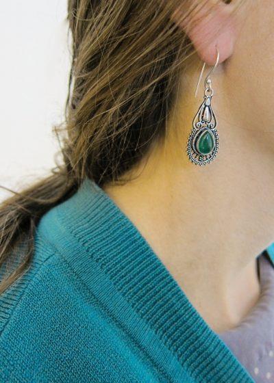 Ohrring orientalisch mit gruenem Stein