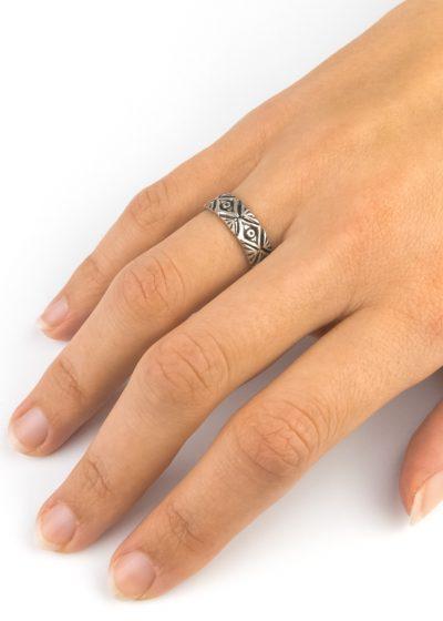 Silberfarbener Ring aus Indien