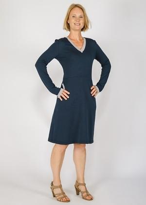 nachhaltiges Winteroutfit Green Size Kleid mit Taschen
